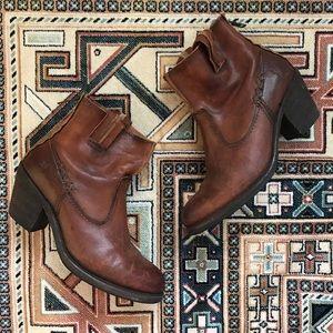Frye Leslie Artisan Short Boot